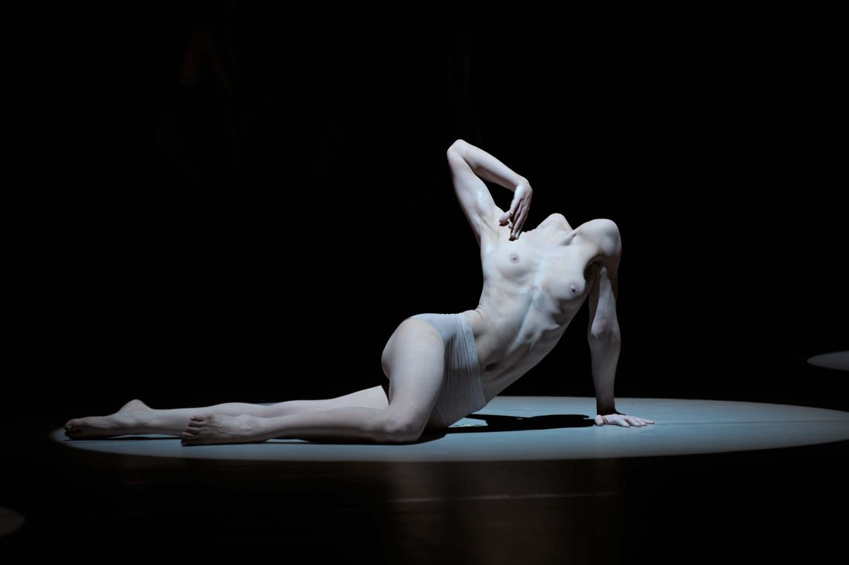 *Re-(II)*, choreography Shen Wei, Shen Wei Dance Arts (Berlin, 2010). Photo © Aris Fotografie