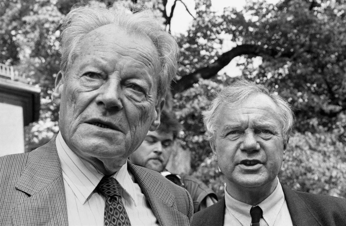 Willy Brandt, SPD-Honorary Chairman, and Manfred Stolpe, SPD, in the German Democratic Republic (Potsdam, 1990). Photo © Aris Fotografie