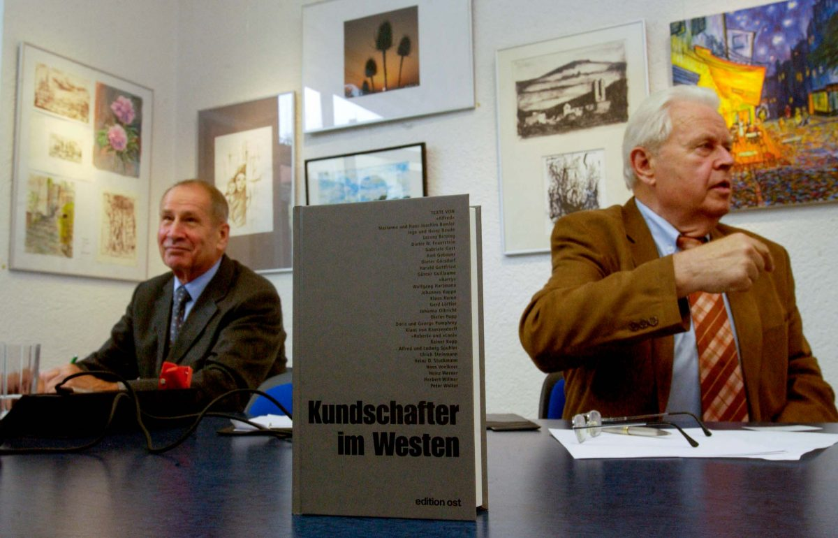 Werner Grossmann, former Deputy Minister of State Security of the GDR (Stasi) and the last Head of the Main Directorate for Reconnaissance (HVA). On the left his predecessor Markus Wolf (Berlin, 2003). Photo © Aris Fotografie
