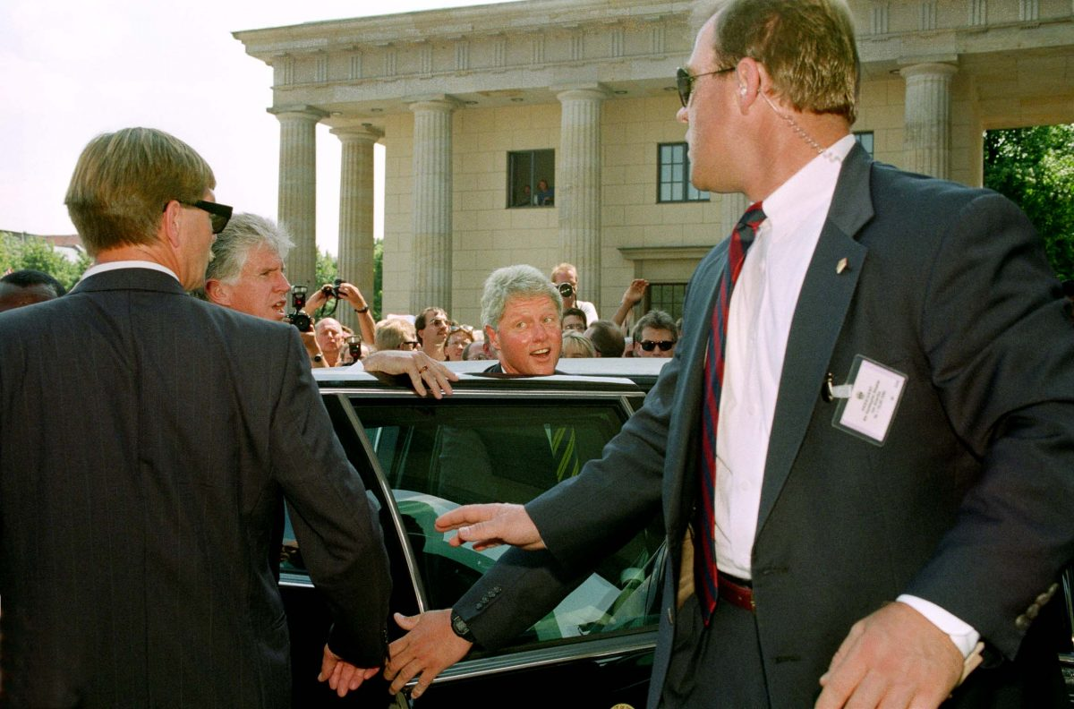 President of the United States of America William (Bill) J. Clinton at the Brandenburger Tor (Berlin, 1994). Photo © Aris Fotografie