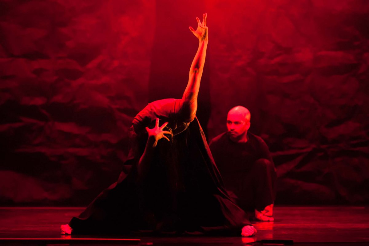 Fang-Yi Sheu and Akram Khan performing *Gnosis*, choreography Akram Khan (Berlin, 2012). Photo © Aris Fotografie